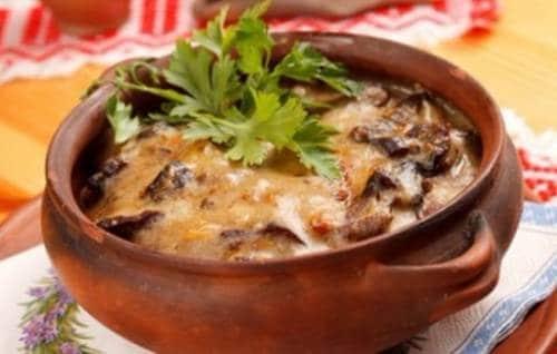 Жаркое в горшочке с мясом и грибами в духовке